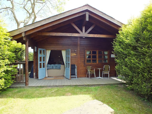 Cherry, A Cosy Log Cabin in the heart of Swanage