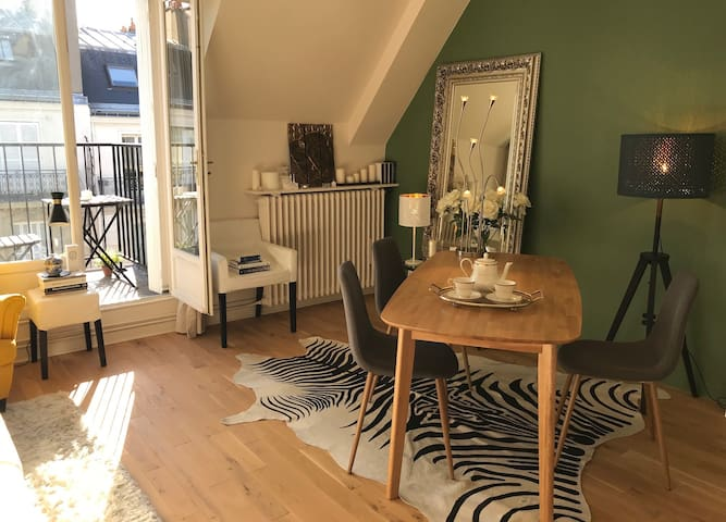 Elegant, sophisticated living space. Enjoy morning tea as you stay in this refined Parisian apartment!