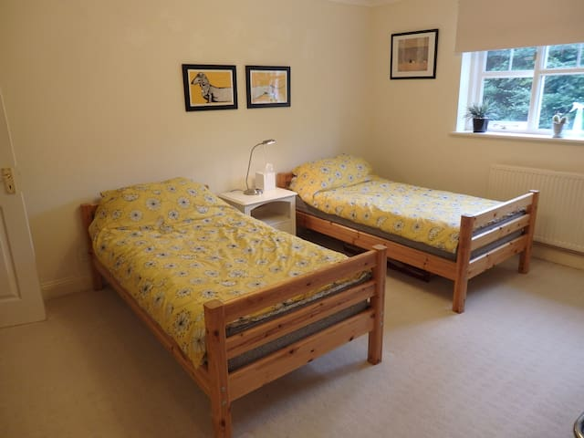 Cheltenham, Cotswold Way, Twin Bed Room, Breakfast