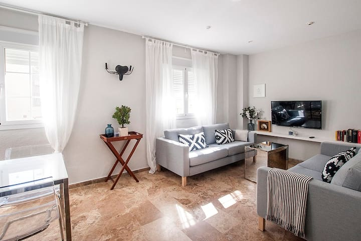 Preciosa casa a 90m de la Playa Victoria