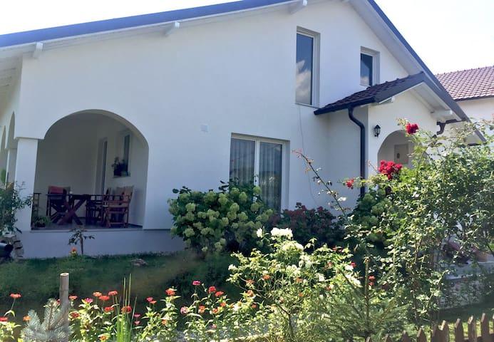 Green Paradise Villa - Peja - Huis