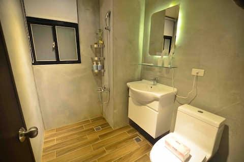 陽台雙人房/近火車站/全新優質設計-6F電梯