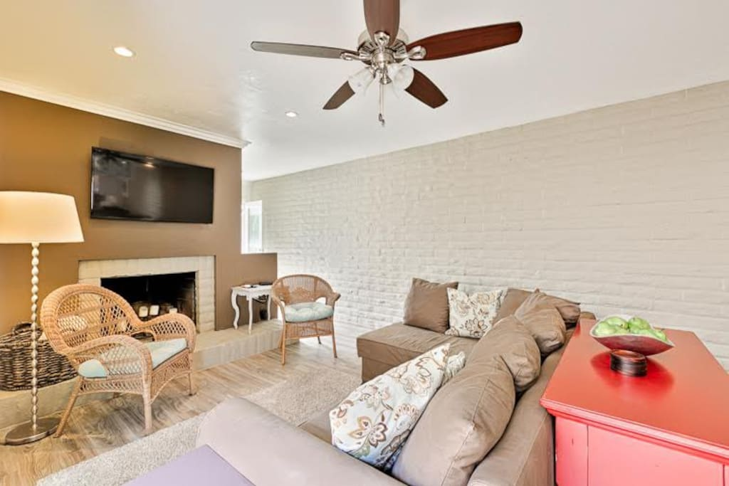 Living from with lots of comfortable seating and a ceiling fan for your ultimate comfort.