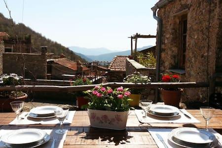 Casa con vista a Castelvecchio di Rocca Barbena