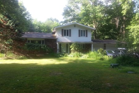 Private Pool Home On 1.5 Acre Wooded Lot - Chagrin Falls - Dům