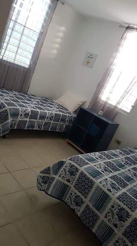 Habitación 3. Dos camas twin. A/C. 2do nivel.