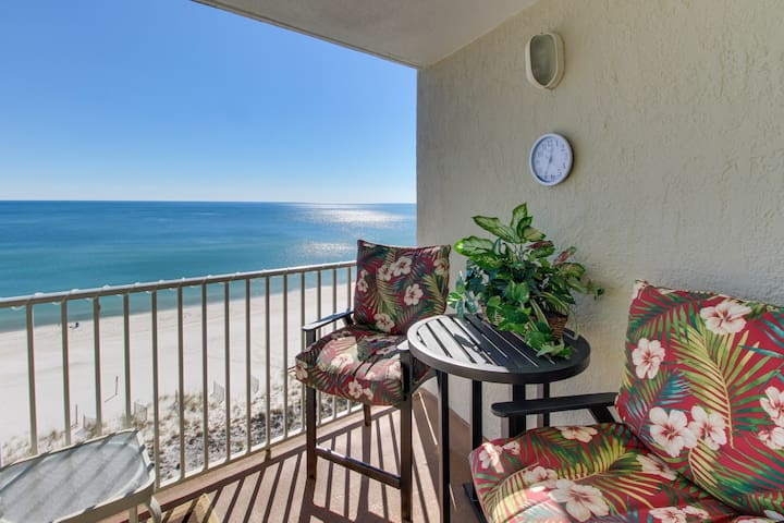 Beachfront condo w/ balcony, amazing Gulf views & shared pool/gym!