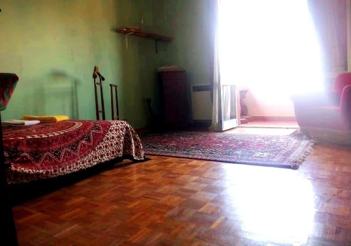 Chill Room- Stanza ampia e luminosa a Bologna