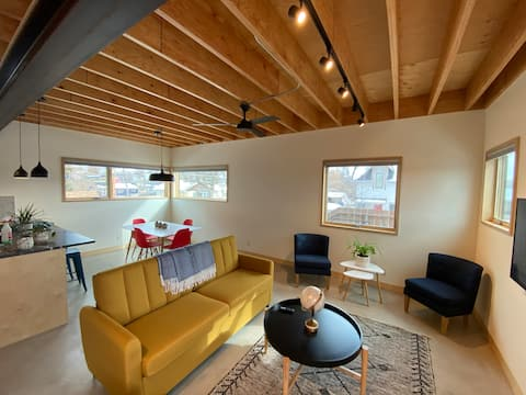 Guesthouse: 10min walk downtown- Dogs +Cancels OK!