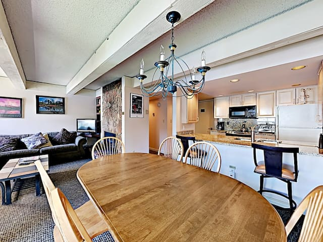 2BR/2BA Condo with 4 Beds and Views of Vail Mtn