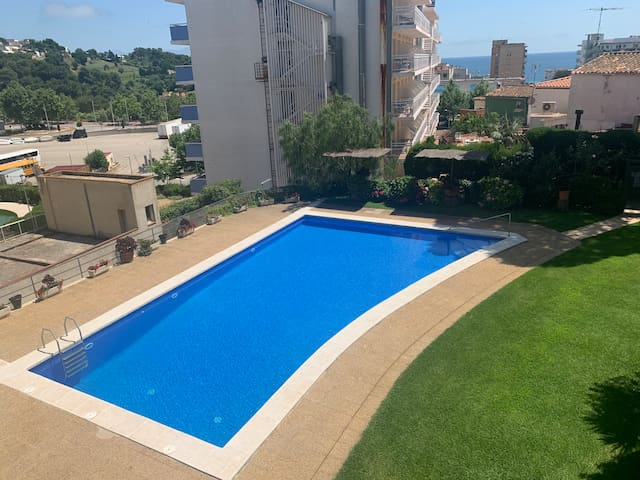 BEAUTIFUL APARTMENT, 2 BEDROOMS, POOL 150m BEACH