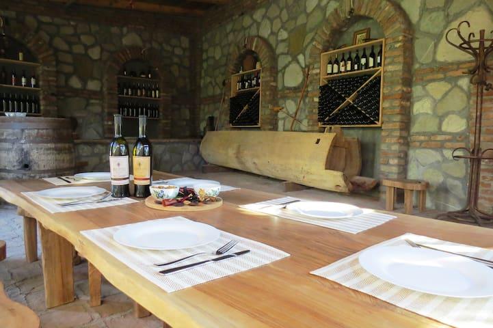 Buchas Guest House & Wine cellar