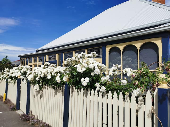 West Hobart Retreat: charming and convenient.