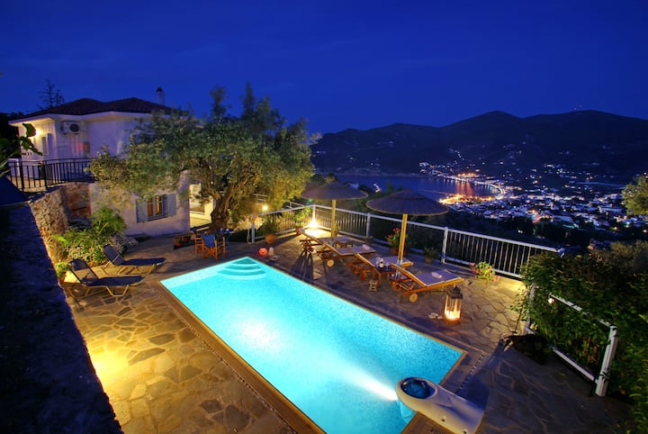 VillaAvaton magnificent sea view and Skopelos town