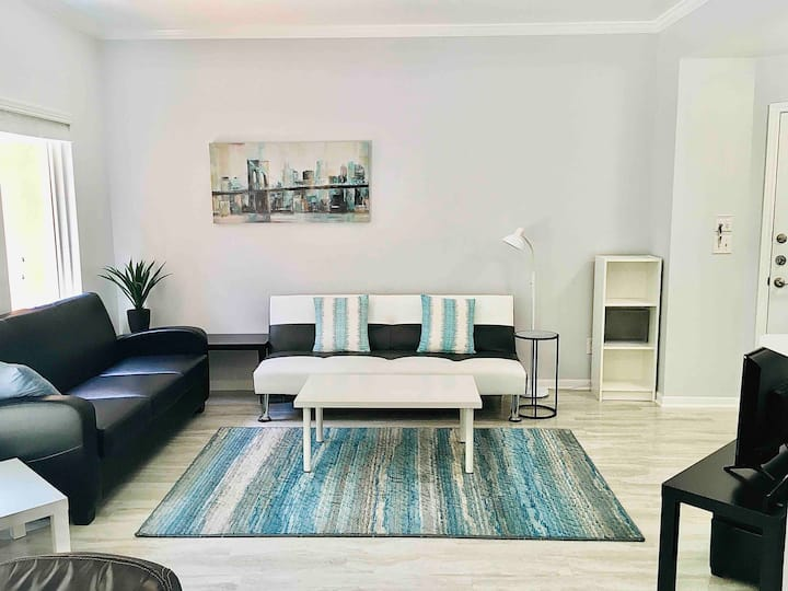 Uber Clean Furnished 1/1 Condo + W/D, free parking