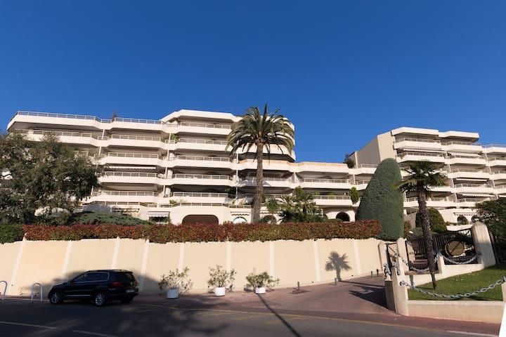 Luxury Apollo  Residence