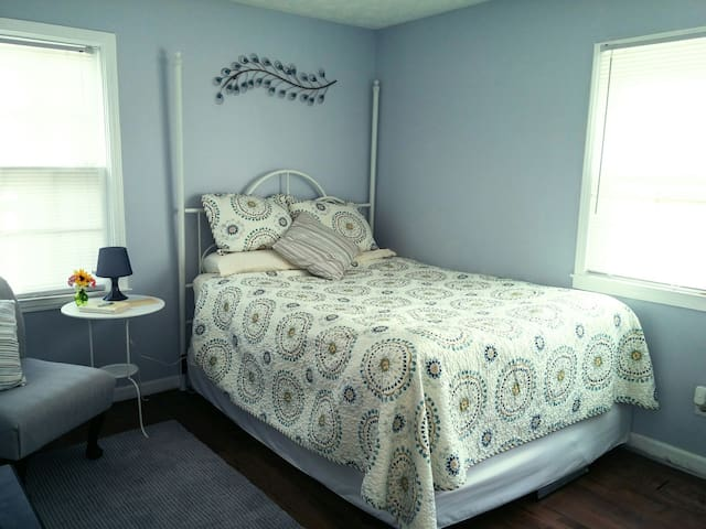Cozy Cottage Room - Conyers - House