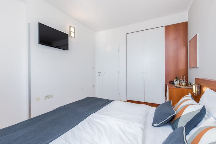 Double room with sea view 103