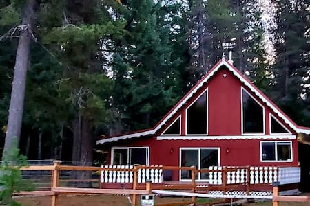 Red Roof Chalet; only 80 minutes from Seattle