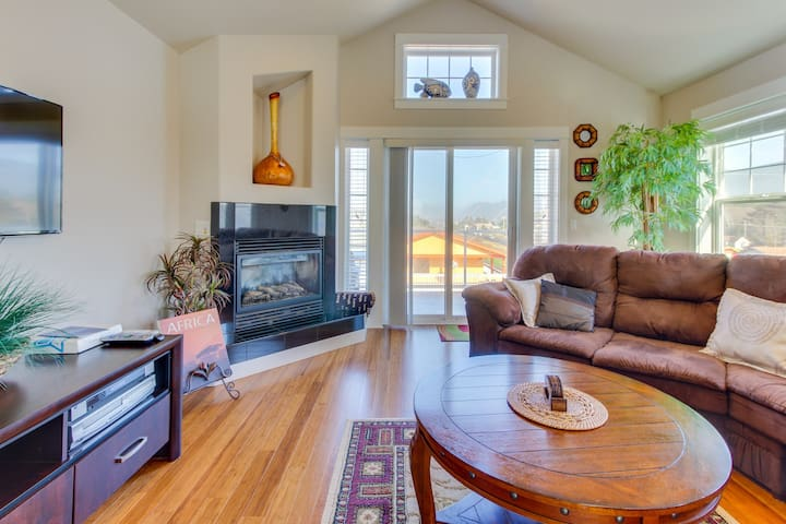 Two balconies, ocean & mountain views, steps from the beach!