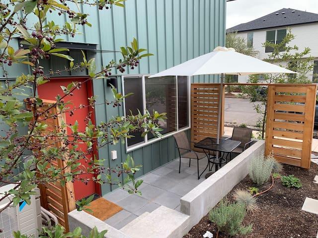 Deluxe Hotel Style Studio Apartment