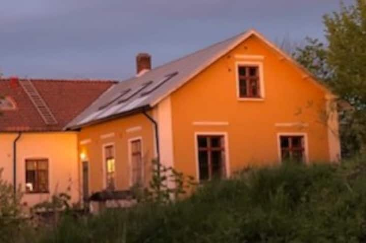 Svinaberga Skola.  Eget boende i gammal skolsal.