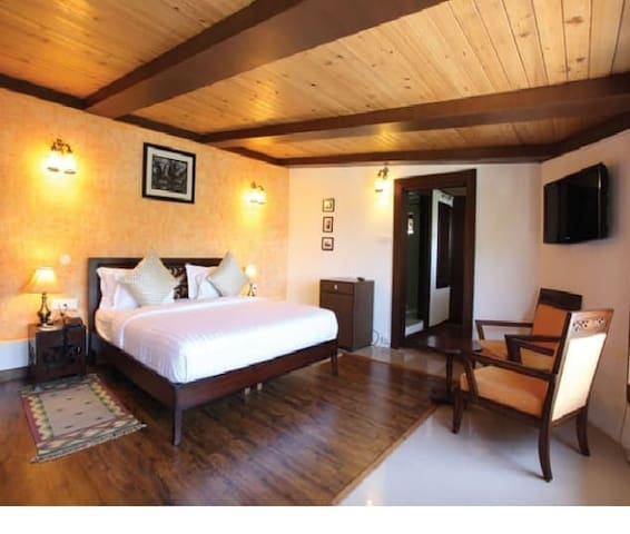 Colonial Room - Mussoorie - Heritage hotel (India)