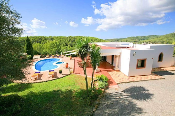 Tranquil Mansion in Santa Eulària des Riu with Swimming Pool