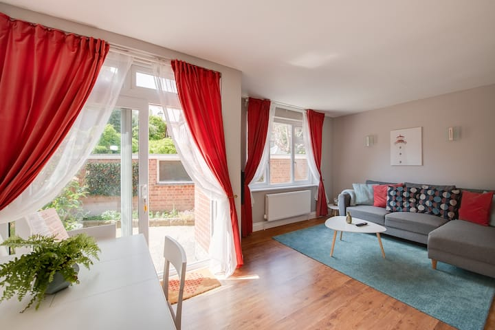 Stylish bright flat. Central Southsea nr seafront