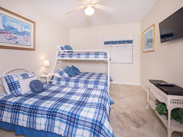 """The 2nd bedroom has a twin bed, plus a bunk bed and a 32"""" TV with a Blu-ray player and cable."""