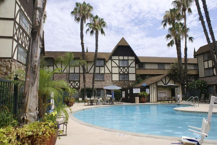 Spring Deal! Next to Disney, Pool, Shuttle to Park