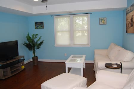 Bright, spacious, OBX guest suite on a budget