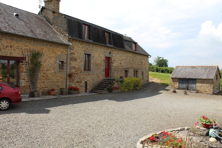 Beautiful Stone Farmhouse, pool, rural location.