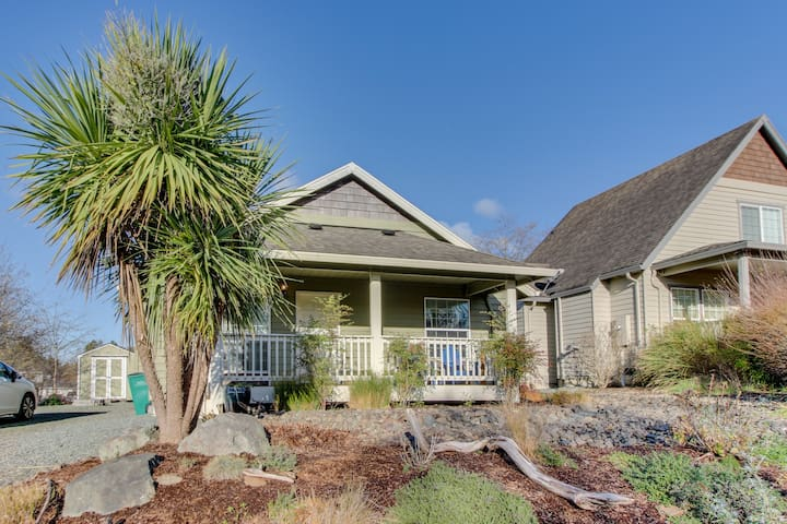 Dog-friendly home just a half-mile walk from the beach and the heart of town!
