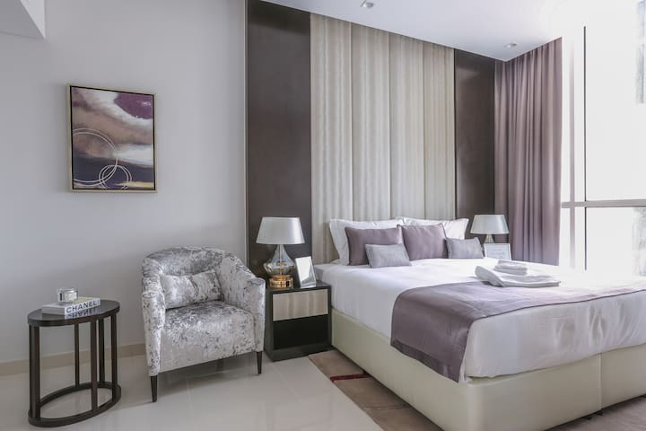 Deluxe One Bedroom unit Adjacent to Dubai Mall