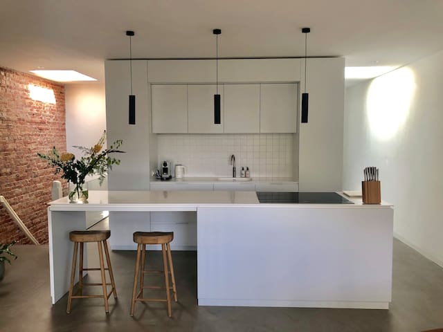 Great design apartment in Amsterdam hip east