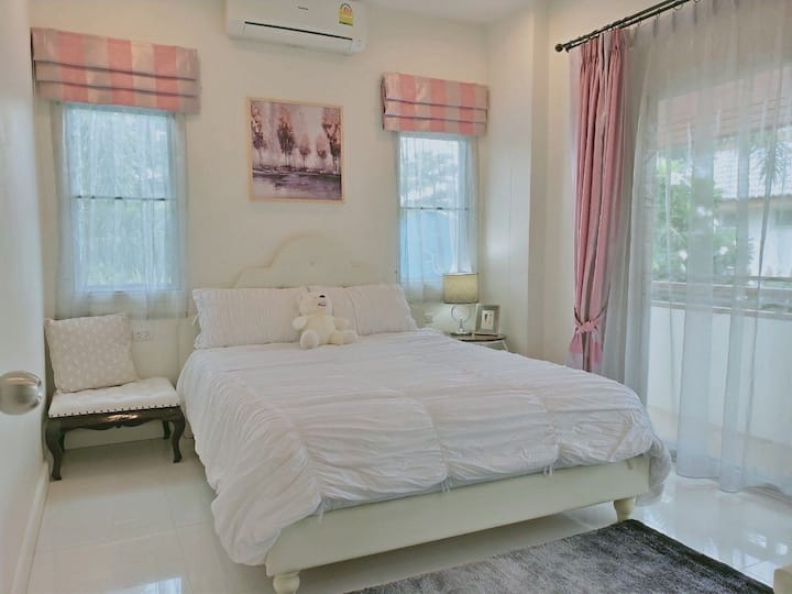 Private Room in Swimming Pool Homestay
