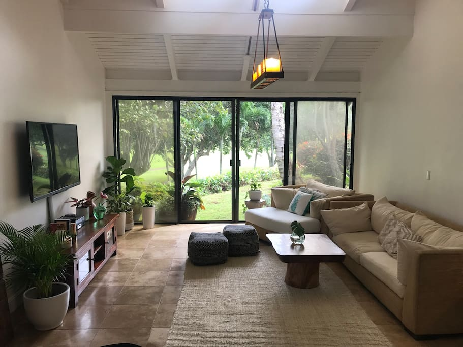 Enjoy the privacy in the living room you will have to yourselves in this corner unit over looking the lush golf course.