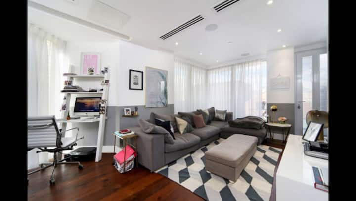 Modern 2 double bed & 2 bath apartment.