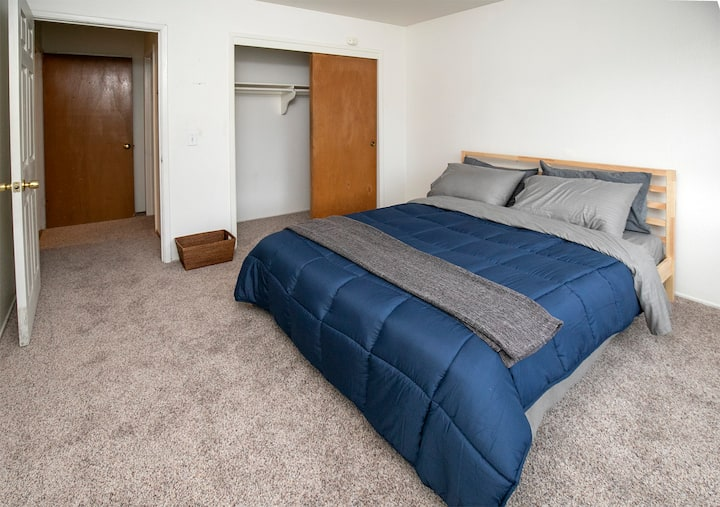 Clean & updated 1 Bed /1 Bath  apt downtown Unit 2