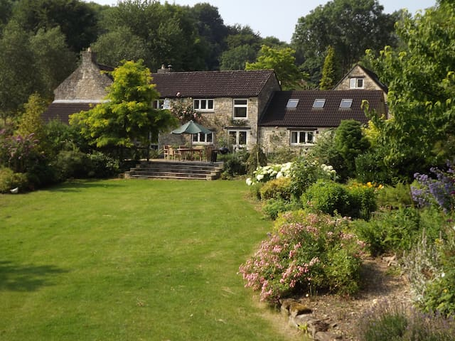 Secluded, Private Rural Escape near BATH (AA 5 *)