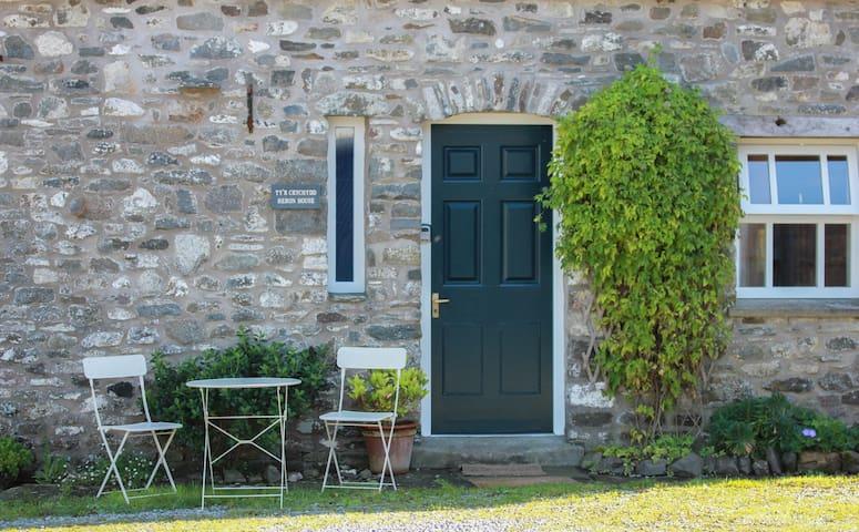 Heron House - Abbey Cottages Talley, Llandeilo