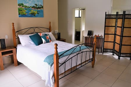 Nightcliff Studio near beach with resort pool