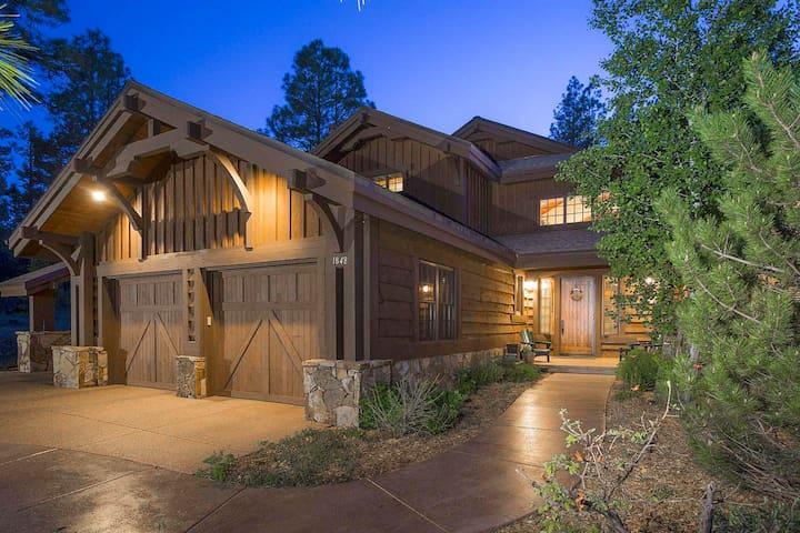 Luxury Pine Canyon Retreat w/ Forest & Peak Views