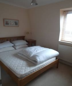 Room to rent very close to Gatwick - Crawley