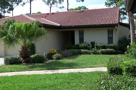 3657 Yellow Pine Ct, Sarasota, FL 34238 - ซาราโซตา