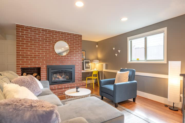 Modern Large Willamette Heights Guest Suite