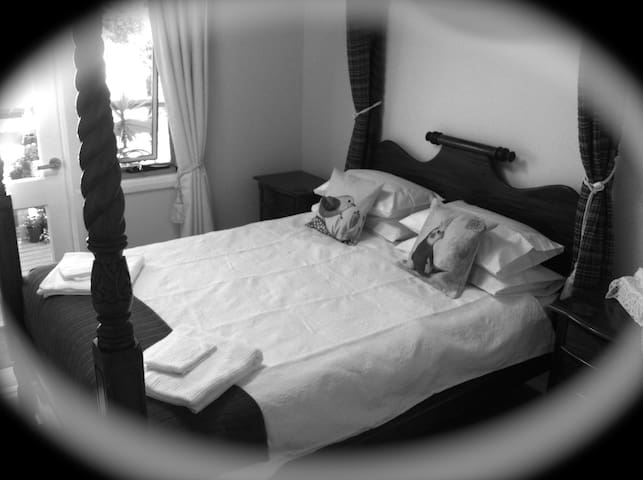 PRIVATE Beautiful Bedroom En-suite Walk Everywhere - Ulladulla - Hus