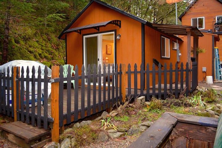 Peaceful, Wooded Retreat Jacksonville Oregon