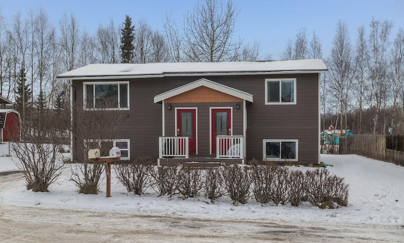 Peaceful Unit of Duplex in Convenient Location - Anchorage - Apartamento